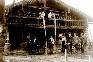 Historische Aufnahme von Pfingstsingern im Bayerischen Wald
