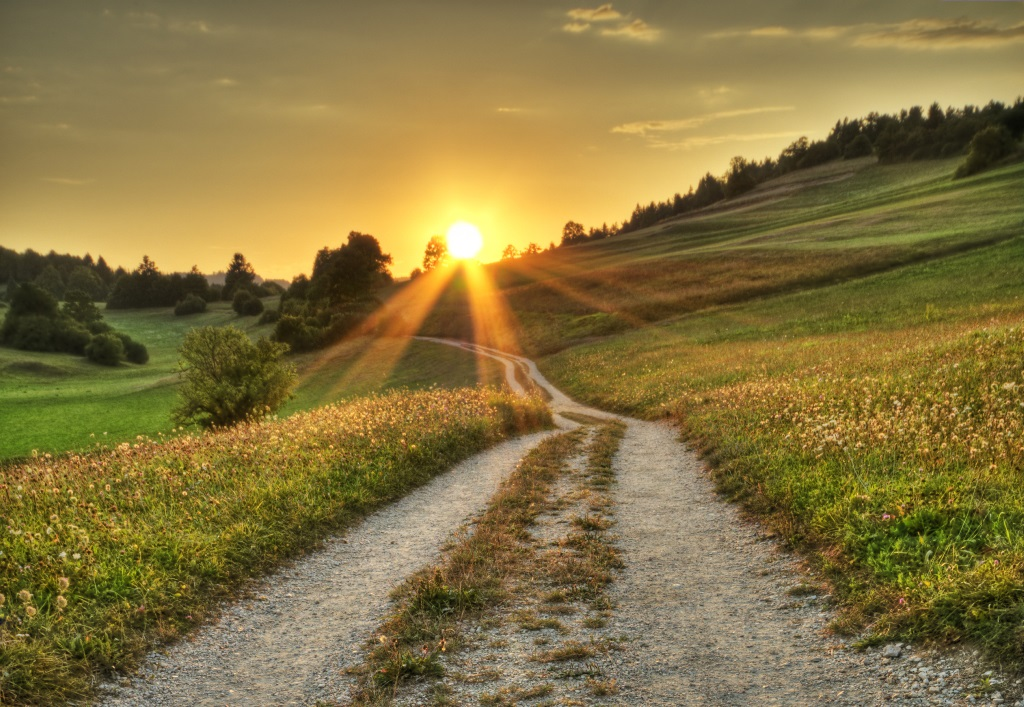 Ein langer Weg Richtung Sonnenuntergang
